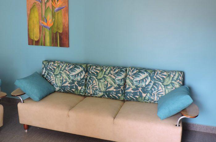 Reforma de sofá de 3 lugares no tecido Acquablock Galápagos Azul e Duna Areia