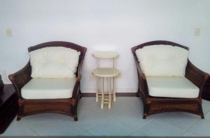 Reforma de Almofadas das Poltronas no tecido Courvin Náutico Branco